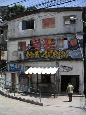 favela_entrance (485K)
